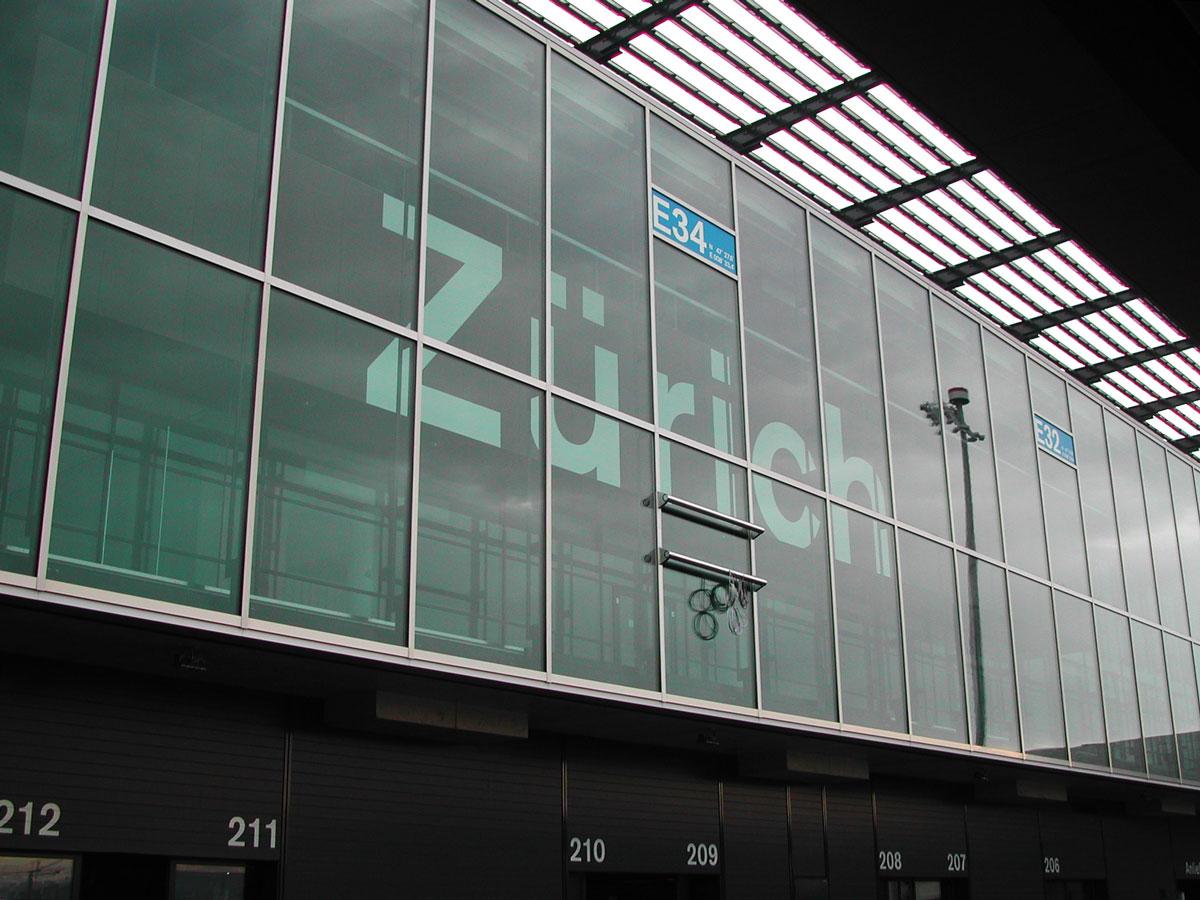 Signaletik_Flughafen_Zuerich_Dock-E_01-1