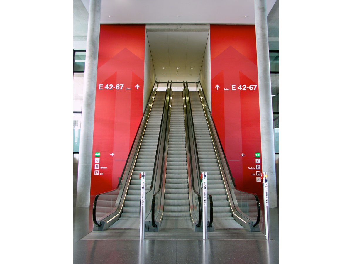 Signaletik_Flughafen_Zuerich_Dock-E_01