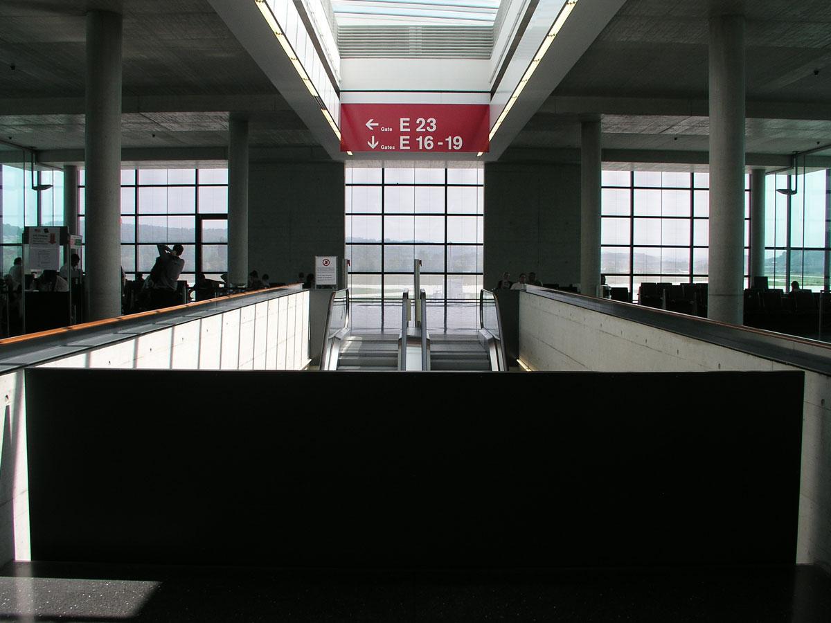 Signaletik_Flughafen_Zuerich_Dock-E_04