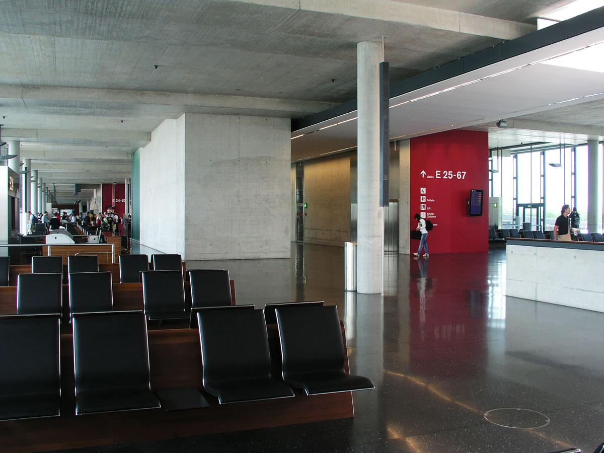 Signaletik_Flughafen_Zuerich_Dock-E_06
