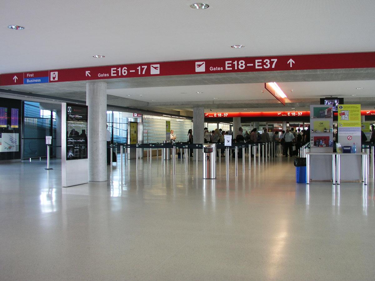 Signaletik_Flughafen_Zuerich_Dock-E_08