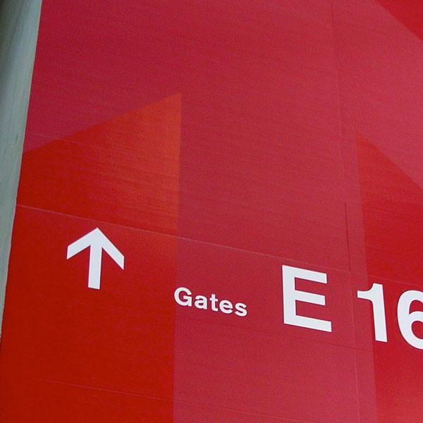 Signaletik_Flughafen_Zuerich_Dock-E_Feature